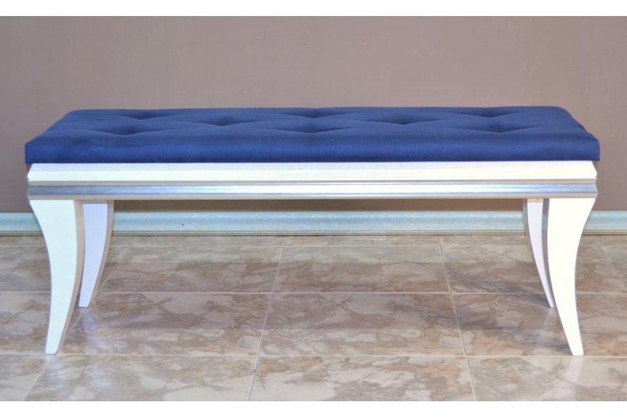 Banqueta pie de cama azul y blanca   emilio rubio