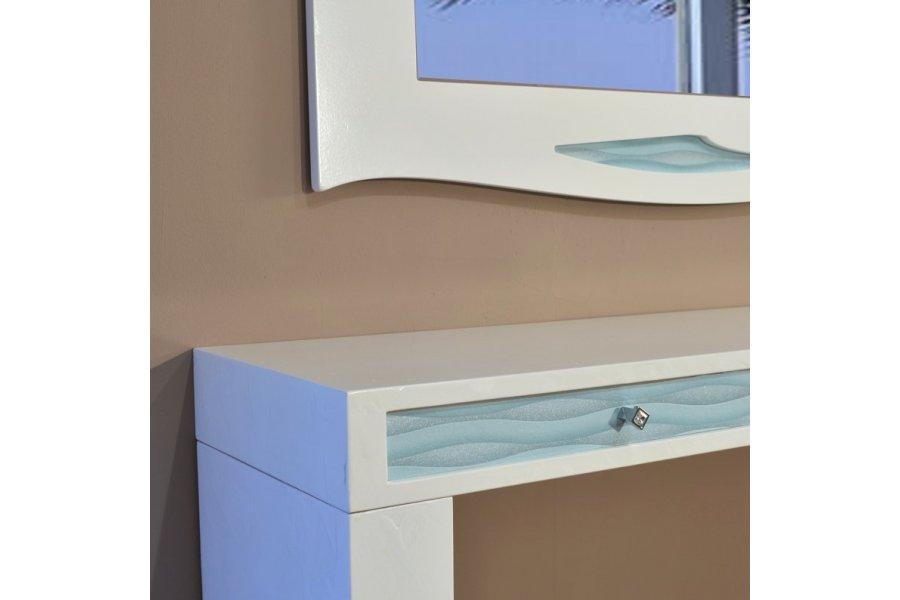 mueble y espejo recibidor blanco y turquesa emilio rubio