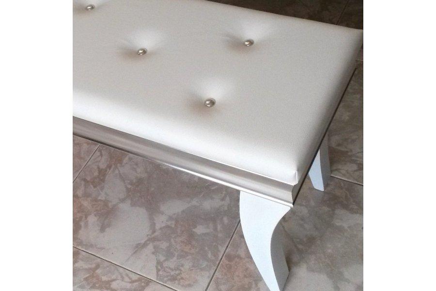 Banqueta pie de cama plata y blanco for Dormitorio wengue y plata