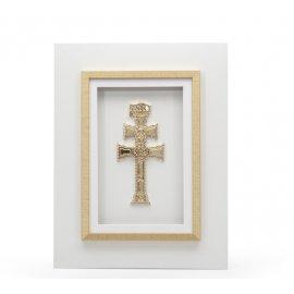 Cruz de Caravaca dorada con Marco Blanco